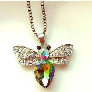 NWT 🐝 Betsey Johnson Crystal Bee Necklace